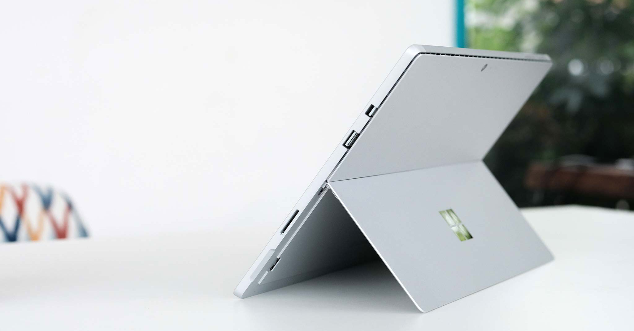 4281330_cover_surface_pro_2017.jpg